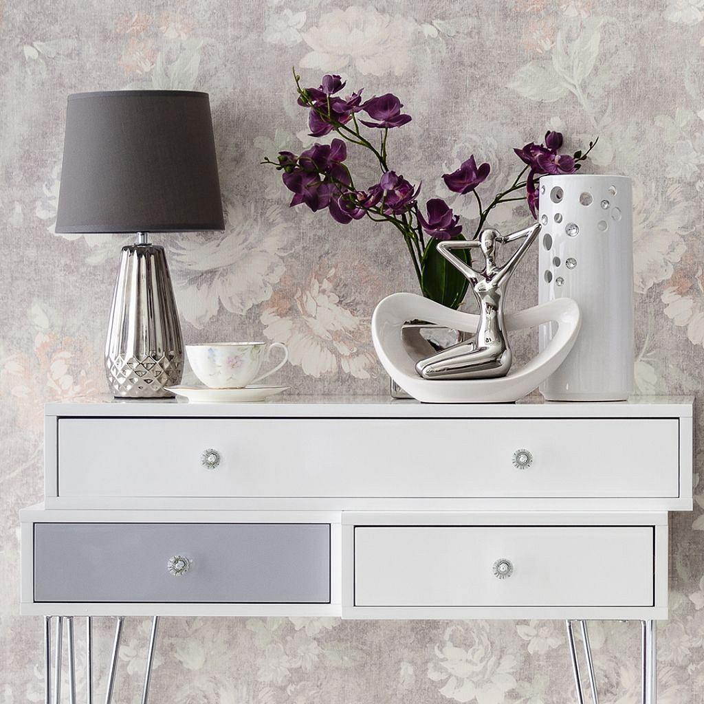 Konsola i elementy dekoracyjne w stylu glamour