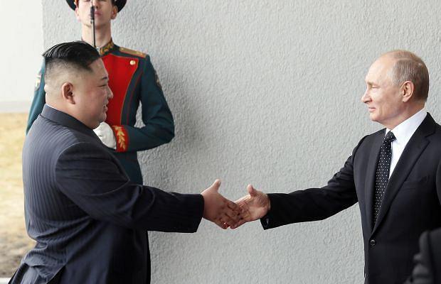 Władywostok. Rozmowy Władimira Putina z Kim Dzong Unem