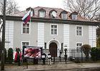 Manifestacja pro-life pod konsulatem Rosji w Gdańsku. Policja zabezpieczała czterech pikietujących