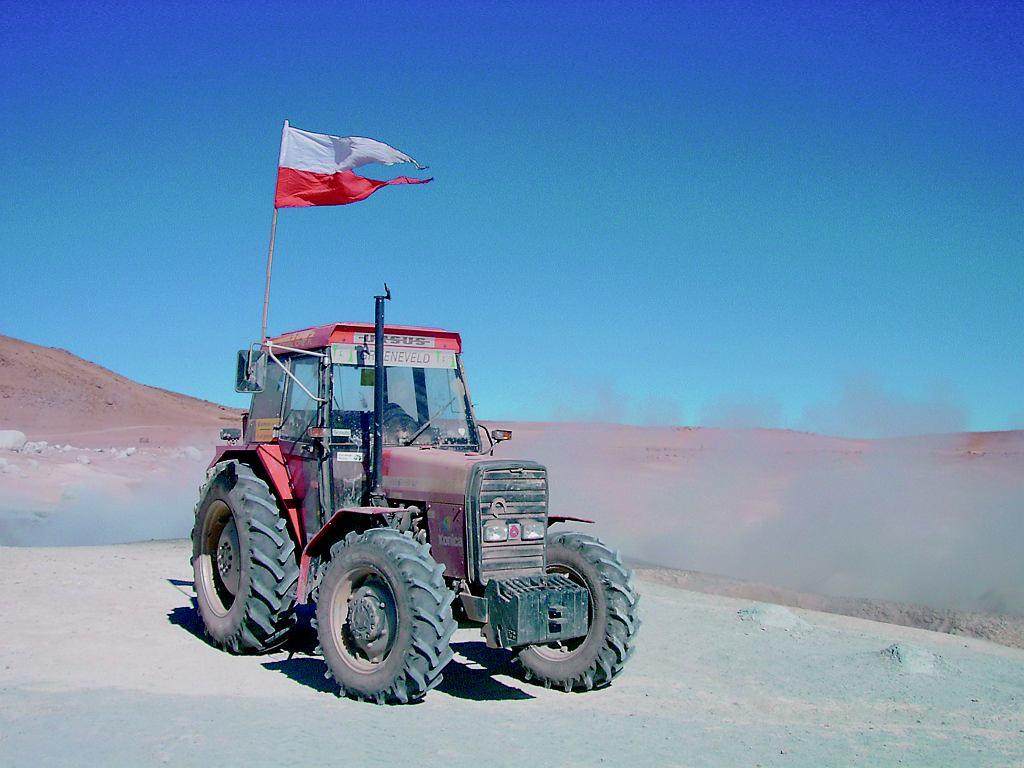 URSUS 6014. Silnik: Ursus T4390, specyfikacja 87080, wysokoprężny, turbodoładowany, 4-cylindrowy Pojemność: 3865 cm3 Moc: 83 KM Moment obrotowy: 313 Nm V-max: 30 km/h ( 55 km z górki na luzie )