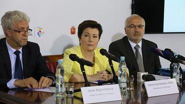 Prezydent Warszawy Hanna Gronkiewicz Waltz podczas konferencji prasowej. Zwalnia prof. Bogdana Hazana,  dyrektora szpitala przy ul. Madalińskiego