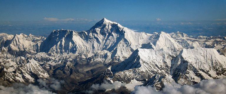 """Kolejka na Mount Everest jest """"warta"""" 10 mln dolarów. Setki śmiałków wydają fortunę"""