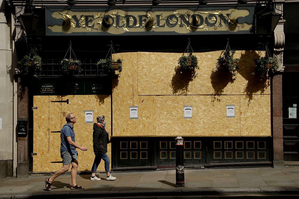 15.04.2020, Londyn, zamknięty z powodu epidemii koronawirusa pub 'Ye Olde London'