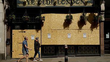 15.04.2020, Londyn, zamknity z powodu epidemii koronawirusa pub 'Ye Olde London'