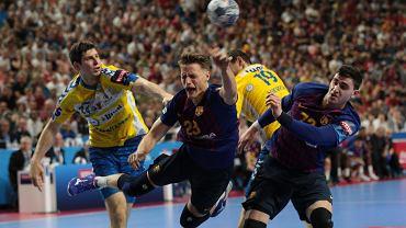 Od lewej: Marko Mamić, Jure Dolenec i Ludovic Fabregas podczas meczu PGE Vive Kielce - Barca Lassa