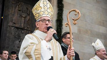 Ksiądz od 19 lat oskarżany o molestowanie żyje w domu spokojnej starości. Nie poniósł kary. Biskup milczał