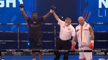 Kamil Sokołowski przegrał w kontrowersyjnych okolicznościach walkę bokserską w Londynie