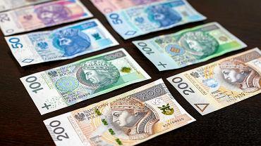 Przeciętne wynagrodzenie w Polsce w kwietniu zmniejszyło się w stosunku do marca