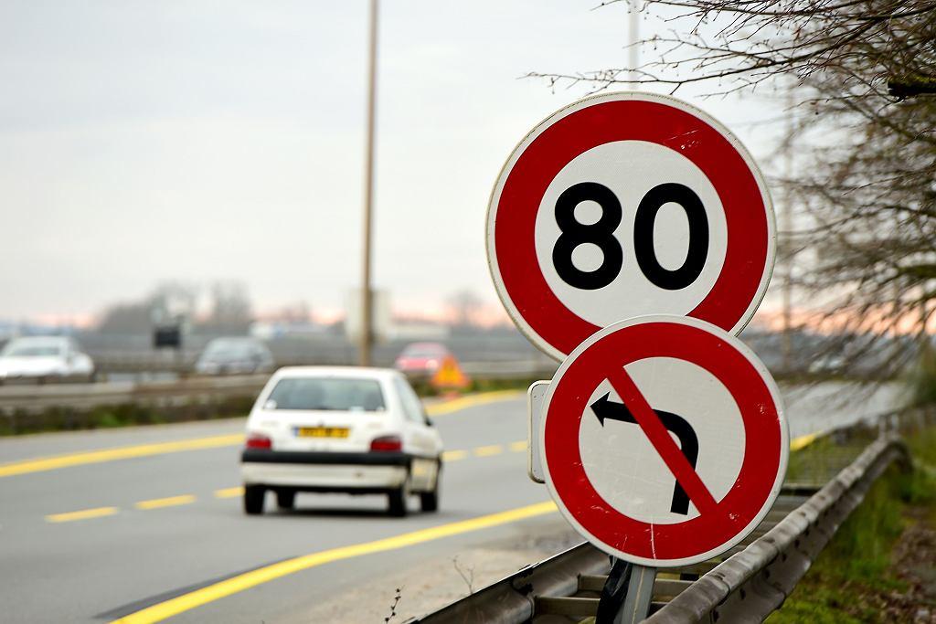 Francja zmniejsza maksymalną dozwolona prędkość na swoich drogach. Na zdjęciu: ograniczenie do 80 km/h w okolicy Bordeaux, 9 stycznia 2017
