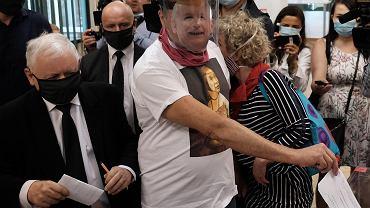 Jarosław Kaczyński głosuje w drugiej turze wyborów prezydenckich 2020