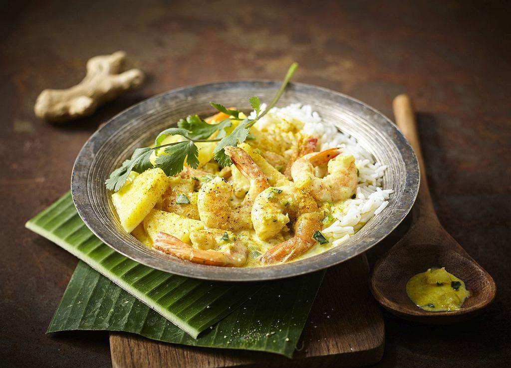 Curry z krewetkami, cukinią i ananasem
