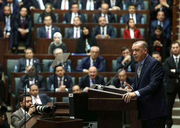 Prezydent Turcji podczas przemówienia w parlamencie