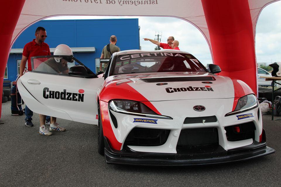 Zdjęcie numer 1 w galerii - Superwyścigówka GT4 w Pszczółkach