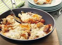 Jajka zapiekane z fetą i pomidorami - ugotuj