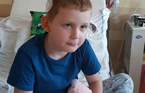 Nieoperacyjny glejak u 7-letniego Kacperka. Zbiórka na walkę z chorobą