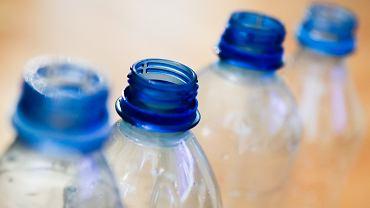 Powstał plastik, który rozkłada się w świetle i powietrzu. Cały proces trwa tylko tydzień