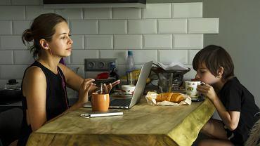 Łączenie pracy z opieką nad dzieckiem jest niezwykle trudne