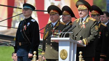 Gen. Ihar Szuniewicz na defiladzie z okazji Dnia Zwycięstwa w II wojnie światowej