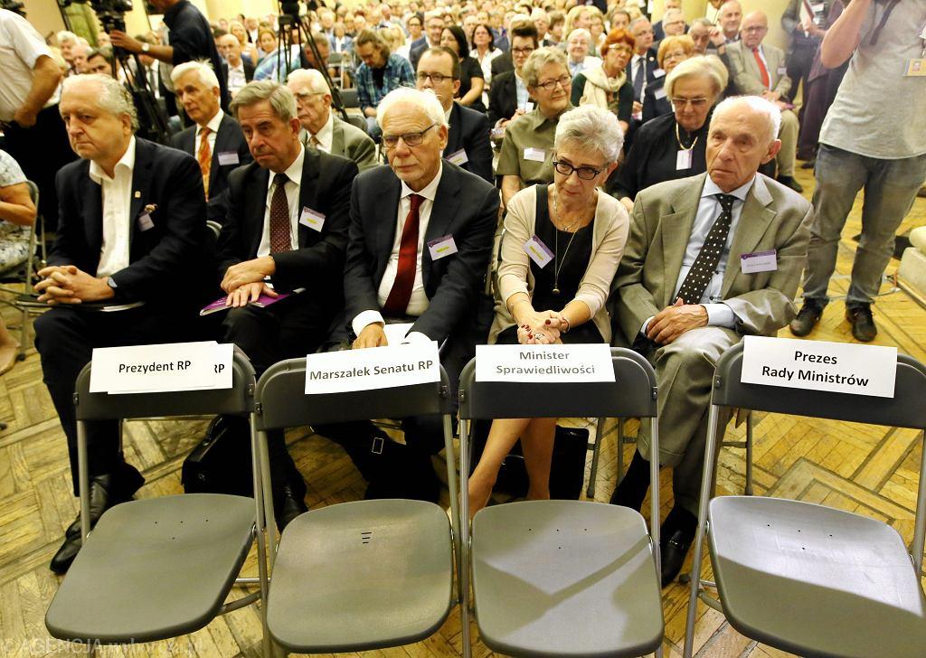 Nadzwyczajny Kongres Sędziów Polskich. Andrzej Rzepliński, Andrzej Zoll, Marek Safjan, Danuta Przywara (fot. Kuba Atys/AG)