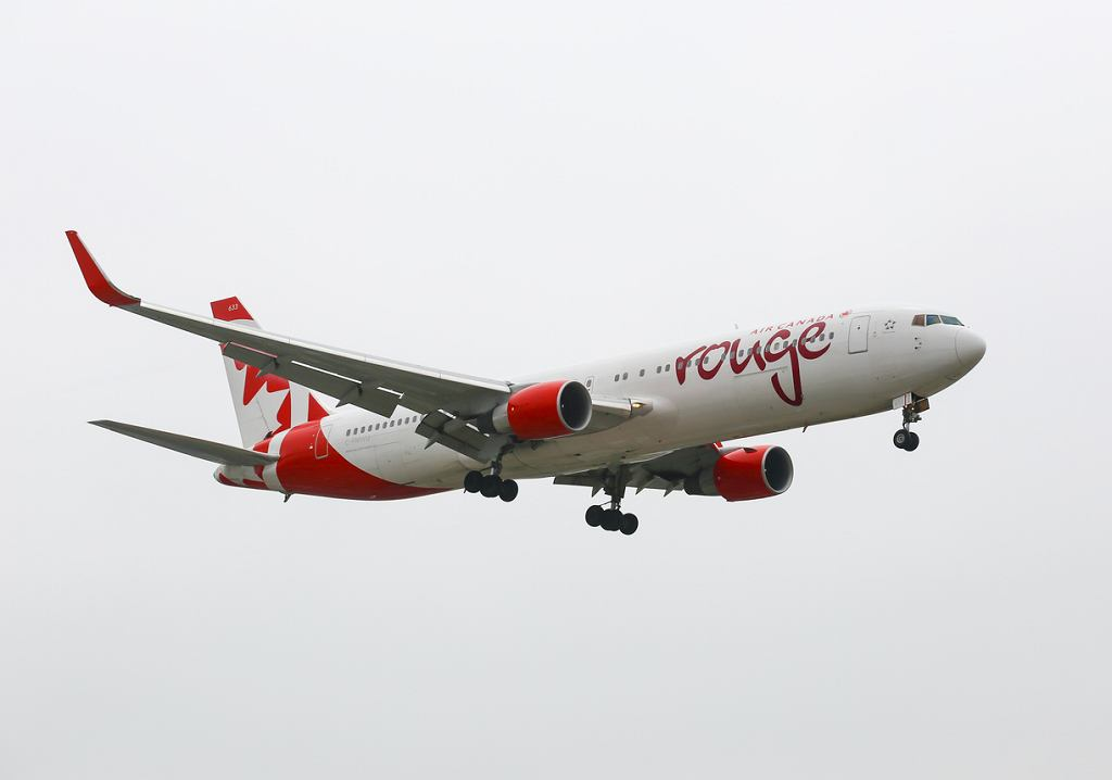 Ładunek durianów winny awaryjnego lądowania Boeinga linii Air Canada Rouge