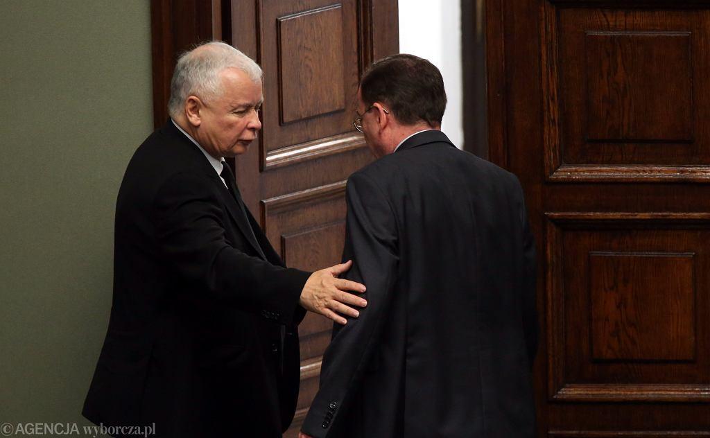 Prezes PiS Jarosław Kaczyński i minister koordynator ds. służb specjalnych Mariusz Kamiński. Warszawa, Sejm, 5 września 2016