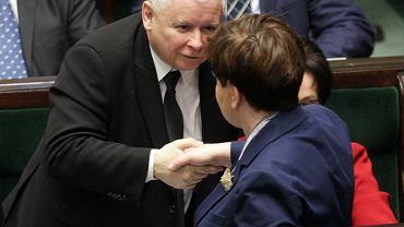 Jarosław Kaczyński gratuluje Beacie Szydło wystąpienia