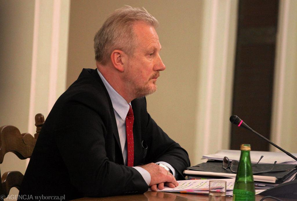 Były wiceszef KNF Wojciech Kwaśniak podczas posiedzenia Sejmowej Komisji Sledczej do zbadania afery Amber Gold. Warszawa, 8 lutego 2017