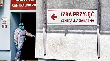 - Zdarzają się pacjenci hipochondrycy, ale więcej jest pacjentów, którzy nie chcą być wypisani do domu - mówi prof. Robert Flisiak, prezes Polskiego Towarzystwa Epidemiologów i Lekarzy Chorób Zakaźnych