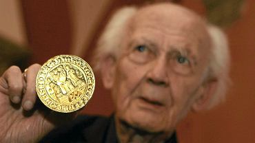 Zygmunt Bauman nie żyje. Na zdjęciu: Ceremonia wręczenia Złotej Pieczęci Miasta Poznania (22.11.2010)