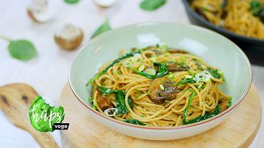 Spaghetti z sosem sojowo-maślanym