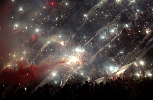 Fans of Argentina's River Plate celebrate before their Copa Sudamericana soccer match finals against Colombia's Atletico Nacional in Buenos Aires December 10, 2014.     REUTERS/Agustin Marcarian (ARGENTINA - Tags: SPORT SOCCER TPX IMAGES OF THE DAY) SLOWA KLUCZOWE: :rel:d:bm:GF2EACB01WO01