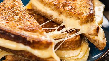 Jeśli kochasz ser, zbieraj wszystkie jego okruszki, nawet te suche, oraz twarde skórki i wykorzystuj do różnych potraw