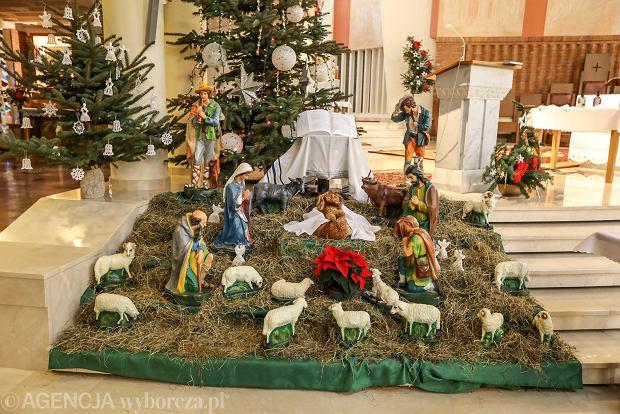 Zdjęcie numer 4 w galerii - Jezusek w skromnej stajence. Zobacz, jak wyglądają szopki w kieleckich kościołach [ZDJĘCIA]