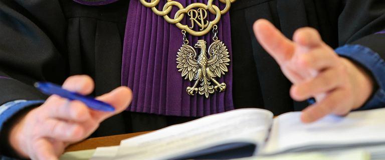 Onet: Prezes sądu w Siemianowicach Śląskich wprowadził przerwę na modlitwę