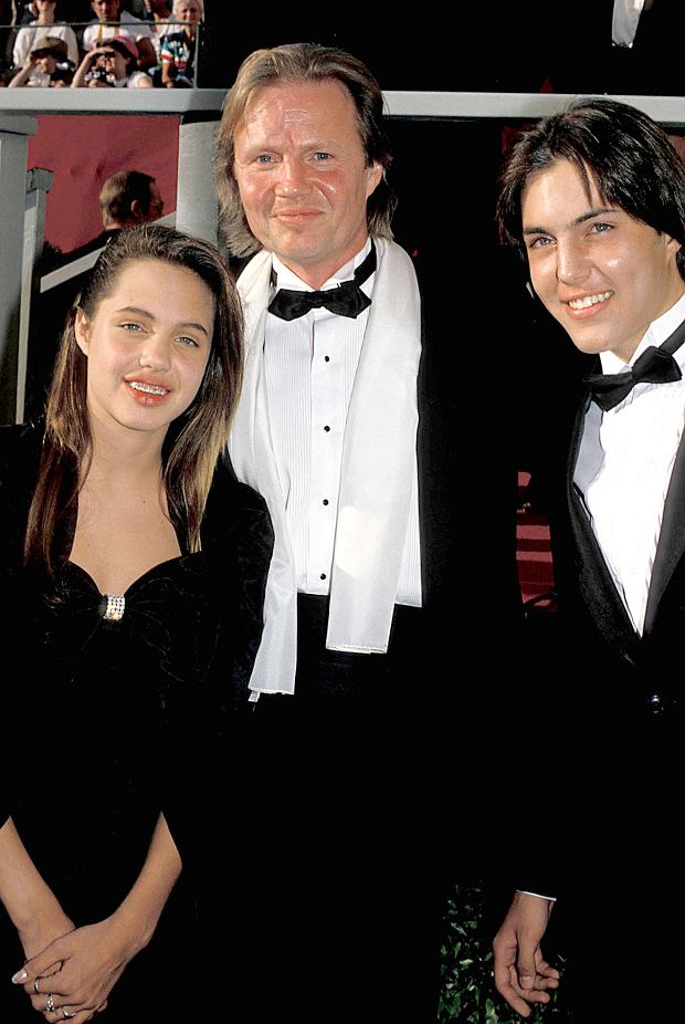 Aug 05, 1988 - Los Angeles, California, USA - ANGELINA JOLIE, father JON VOIGHT with son JAMES HAVEN.