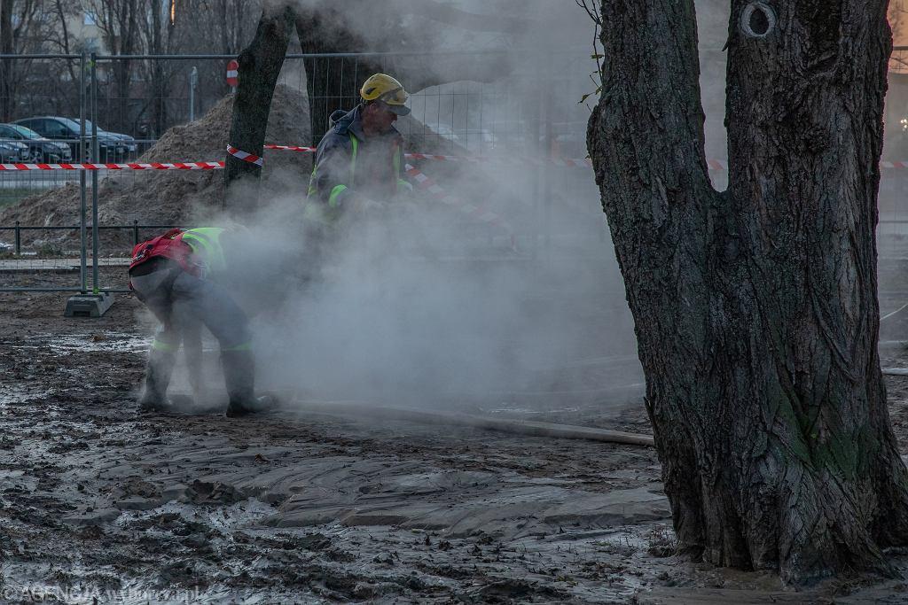 Awaria sieci ciepłowniczej w Warszawie (zdjęcie ilustracyjne)