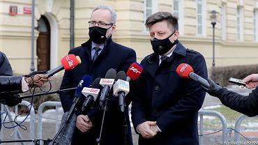 Michał Dworczyk i Andrzej Niedzielski po spotkaniu z opozycją ws. szczepień