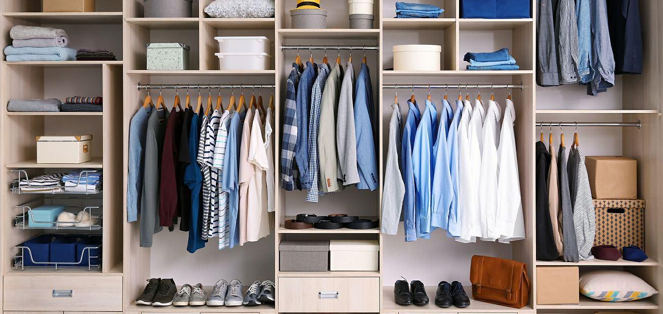 Minimalizm w szafie. Wprowadź prosty styl do swojej garderoby