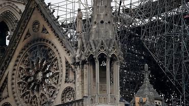 Fasada Notre Dame po ugaszeniu pożaru, Paryż, 16 kwietnia 2019 r.