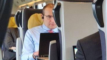Prezydent Islandii podróżujący pociągiem z Warszawy do Gdańska