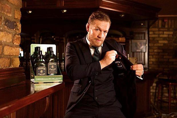 """Wódka """"Góry"""", wino Barrymore, piwo Gulczas. Alkohole ze znanymi twarzami"""