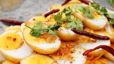 Jajka zięcia z sosem tamaryndowym