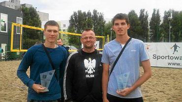 Michał Bryl i Kacper Kujawiak z trenerem Mirosławem Malcem (w środku)