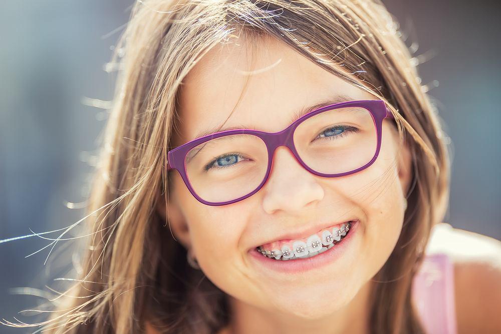Aparat ortodontyczny jest przeznaczony do korygowania nieprawidłowości związanych z zębami.