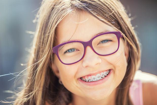 Aparat ortodontyczny. Jakie są ich rodzaje? Czym się różnią? Ile kosztują?