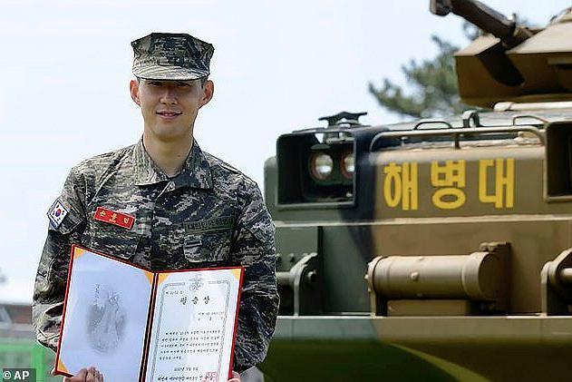 Heung-Min Son po ukończeniu obowiązkowego szkolenia wojskowego w Korei Południowej. Źródło: fullsports.info