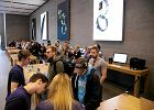 Rusza sprzedaż iPhone'a 7. Znowu kolejki przed sklepami