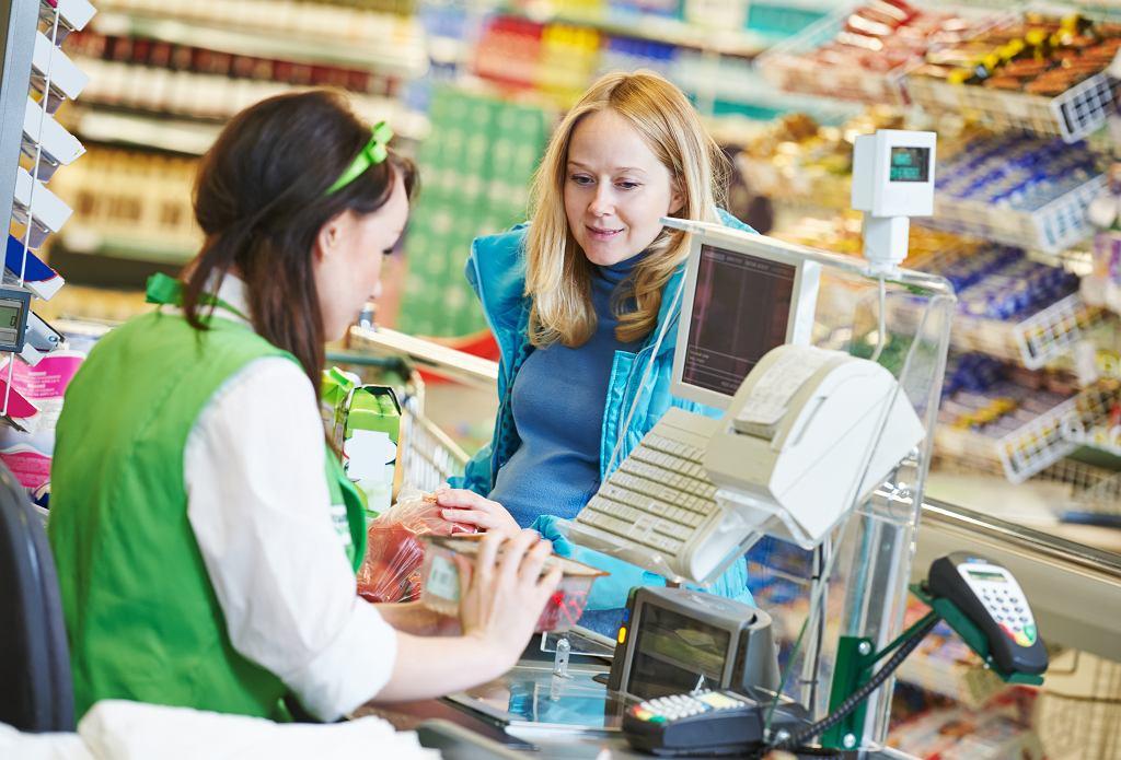 GUS: W supermarketach pracuje ponad 740 tys. osób. Zdecydowana większość to kobiety