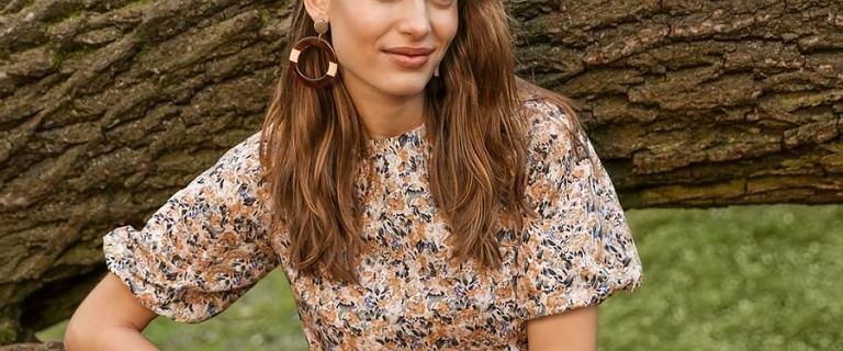 Sukienki Orsay z wyprzedaży. Piękne modele w kwiaty kupisz za niecałe 66 złotych - opłaca się!