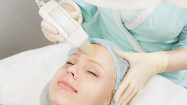 Zabieg z wykorzystaniem fal radiowych pozwala pobudzić włókna kolagenowe. Dzięki czemu skóra staje się zdrowsza i jędrniejsza
